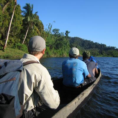 Pirogue - Mission à Madagascar 2004. ©G.Rouhan MNHN